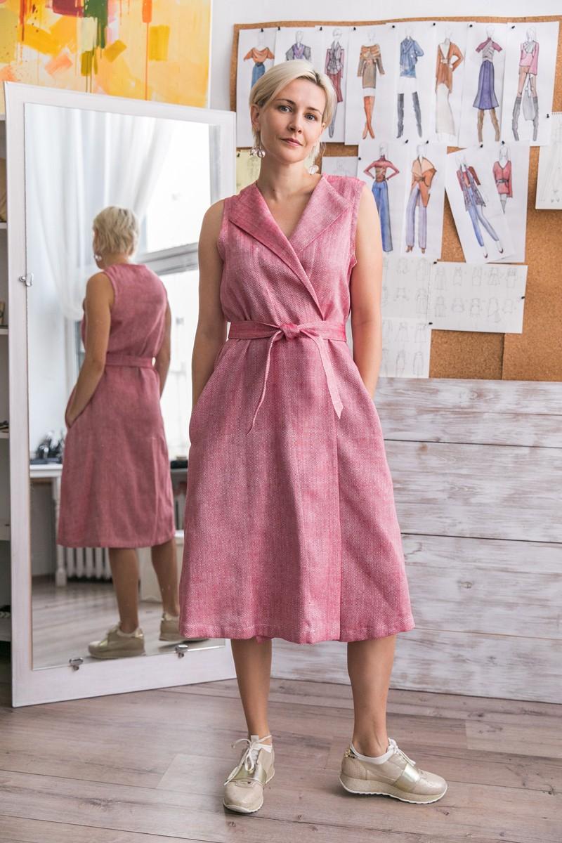 Красное льняное платье на запах