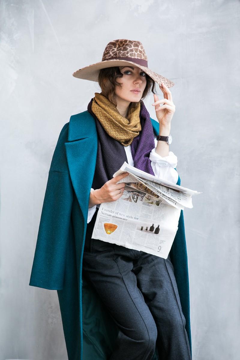 Палантин с градиентом цвета из коллекции Монмартр. Фиолетовый – золотой – антрацит.