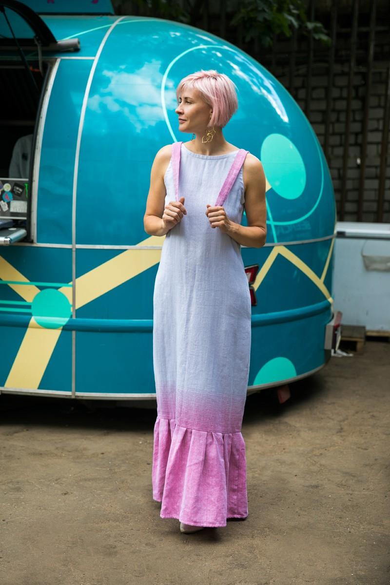 Платье-сарафан с воланом из хлопка и льна. Светло-серый + розовый.